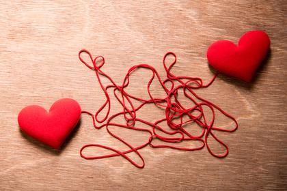 糸でつながるハート
